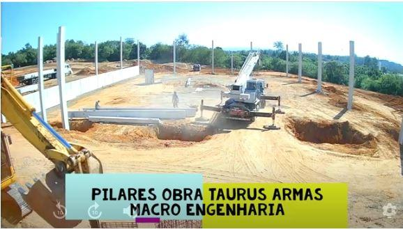 time-lapse-do-posicionamento-de-pilar-pre-moldado-no-bloco-calice-de-fundacao